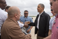 Obama visits tornado-ravaged Oklahoma